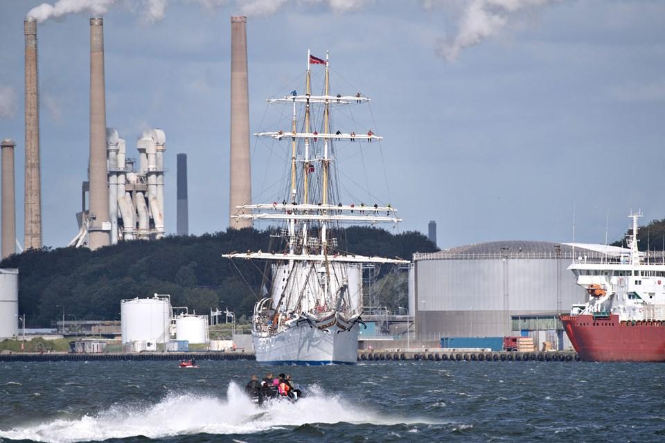 Mange skibe er fortsat på vej ind. Foto: Hans Ravn