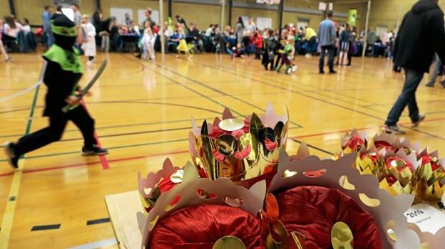 Mange konger og dronninger skulle krones ved søndagens fastelavnsfest. Foto: Allan Mortensen Allan Mortensen