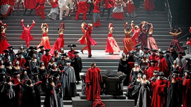 """Det bliver farverigt og storslået, når Kinorevuen afslutter operasæsonen med """"La Gioconda"""". Foto: Presse"""