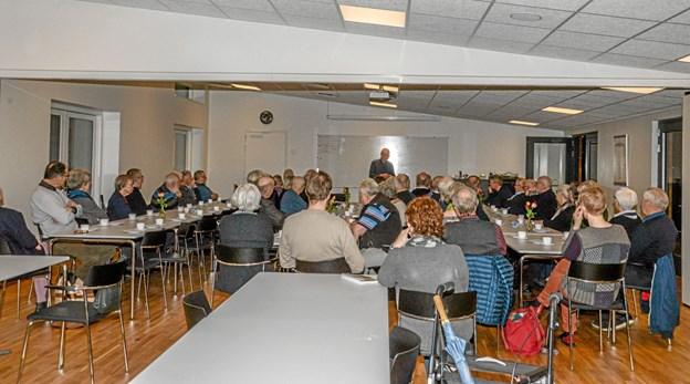 """60 interesserede var onsdag aften samlet til foredrag med professor og dr. pæd. Ove Korsgaard fra Mors om hans bog """"Solskin for det sorte muld"""". Foto: Mogens Lynge Mogens Lynge"""