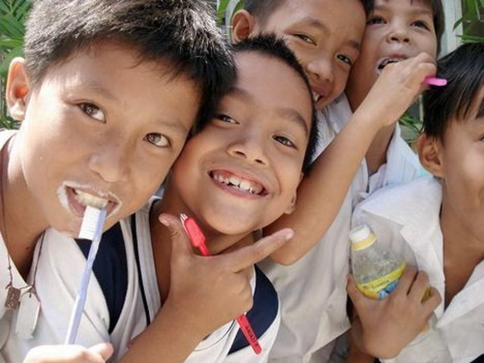 Glade børnesmil trods ekstrem dårlig tandhygiejne