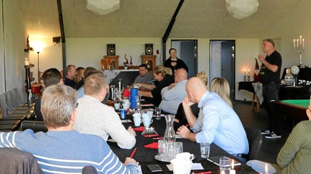 13 børne- og ungdomsformænd fra breddeklubberne under DBU København var på besøg i Thisted. Privatfoto