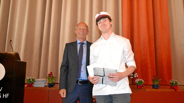 Rektor Per Knudsen og legatmodtager Asger Holde Rasmussen fra 3.D. Privatfoto