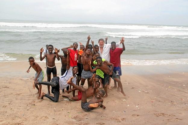Et kommende projekt kunne være at lære afrikanske børn at svømme. Privatfoto