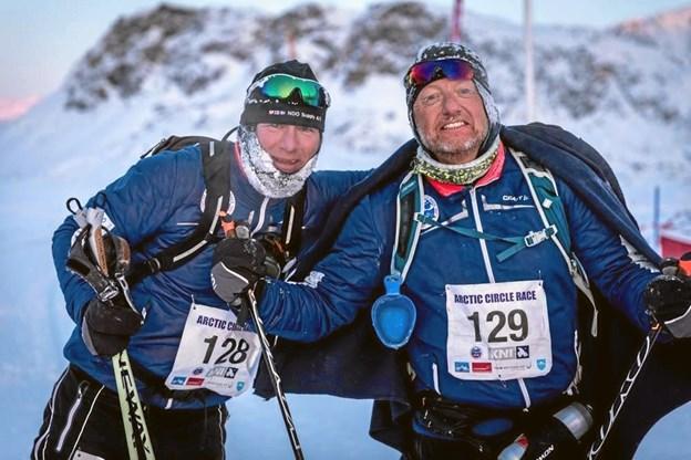 Jens Peter Mikkelsen (t.h.) - havde indgået et væddemål med sin kammerat, Jimmy Hymøller (t.v.), om at kunne gennemføre de 160 kilometer over tre dage. Og det gjorde begge løbere. ?Privatfoto