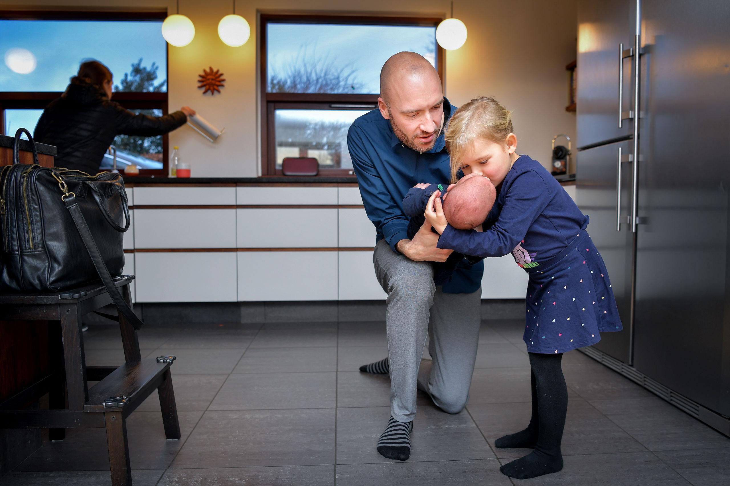 Pigerne elsker at være med deres far på sandwichbar og i Aalborg Zoo, når der skal hygges. Foto: Claus Søndberg