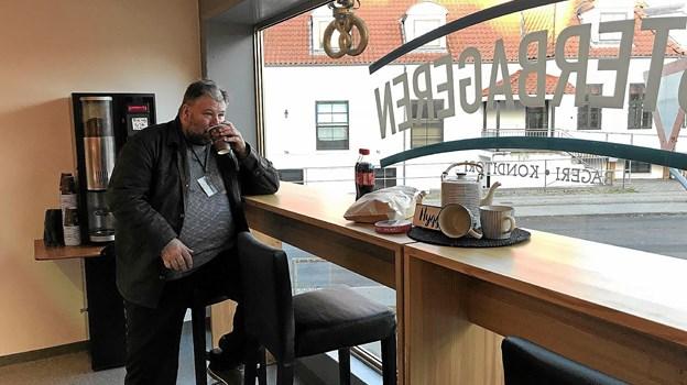Bagerbutikken rummer nu også et lille café-område. Foto: Privat