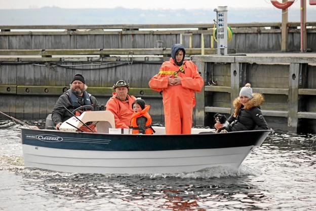 Bådene kommer ind med dagens fangst.
