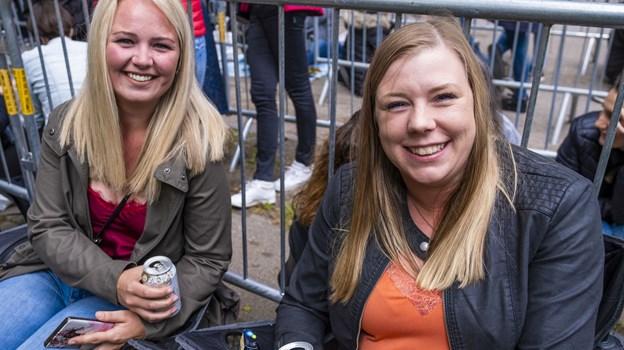 På tøsetur til Maroon 5, Sabina Hansen og en gruppe veninder ser frem til koncerten. Foto: Lasse Sand