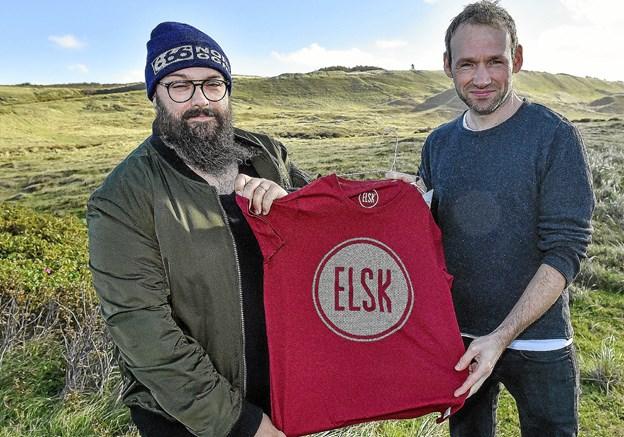 De nye T-shirts er naturligvis med påtryk af det kendte ELSK-logo. Foto: Ole Iversen