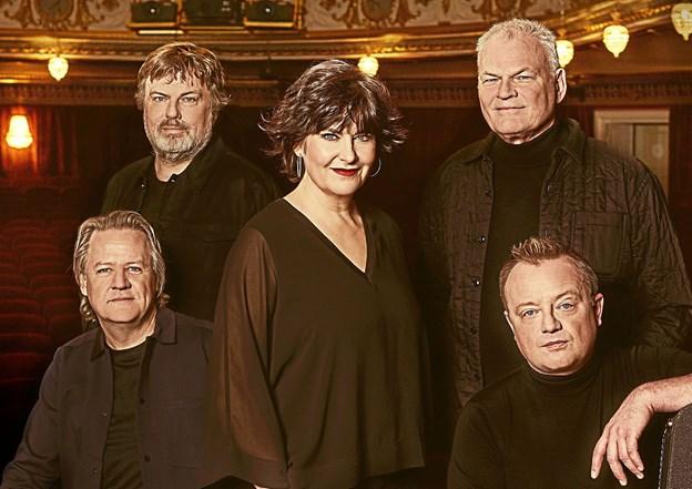 Dodo & The Dodos har siden 1986 været leverandører af dansk kvalitetspop. Til februar spilles de allerstørste sange af de 5 originale musikere – helt akustisk, og helt tæt på.