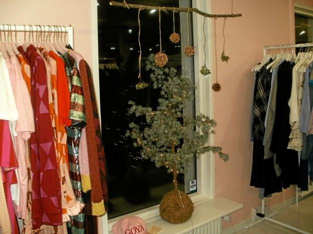 Julen har holdt sit indtog i den kraftigt ekspanderende tøjbutik midt i Gistrup. Foto: Kjeld Mølbæk Kjeld Mølbæk