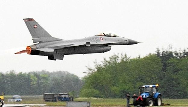 F16-flyet lagde vejen forbi lufthavnen - og det var en oplevelse. Arkivfoto