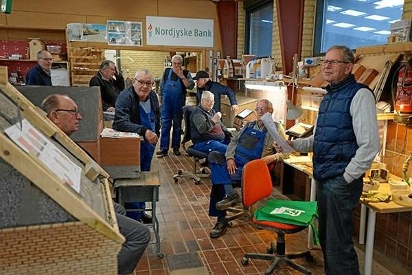 Minibyens mange flittige pensionister jublede over den fornemme pris. Privatfoto.