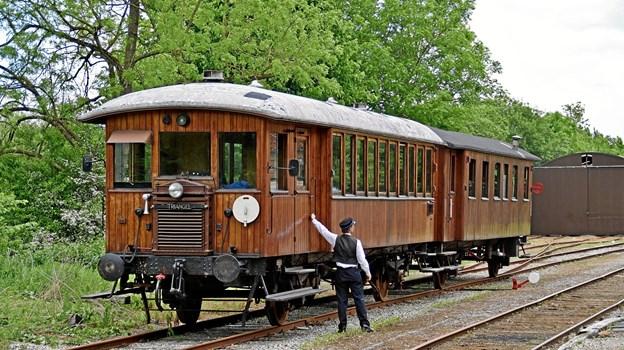 Et motortog fra 1920'erne gør holdt på Handest Station. Foto: Simon M. Mørch