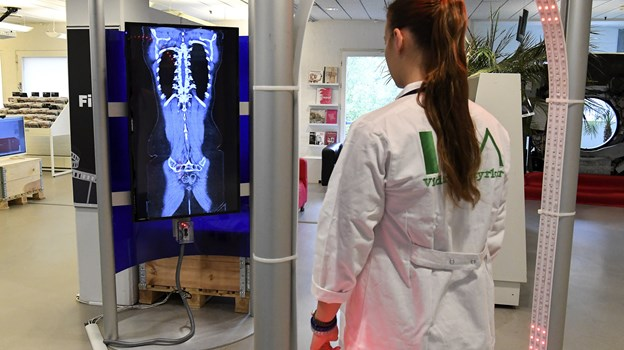Studerende fra blandt andet AAU og UCN indtager Hovedbiblioteket med Universitarium, hvor børn kan opleve eksperimenter, science shows osv. Arkivfoto: Andreas Falck
