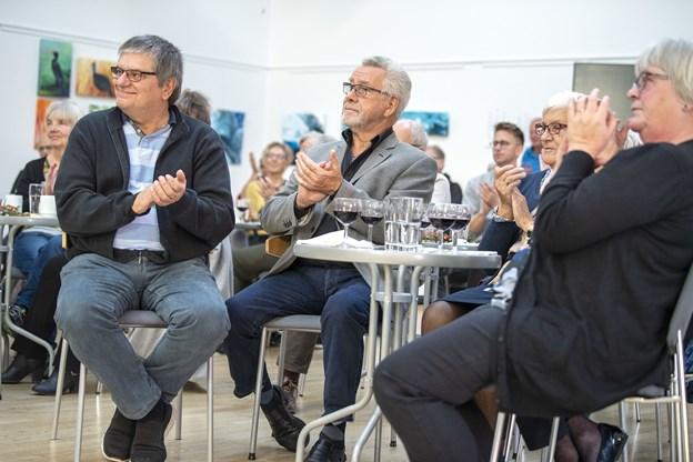 Omkring 50 deltog i ferniseringen i Kulturhuset i Arden lørdag formiddag, hvor de ud over kaffe og rødvin også blev trakteret med musik.