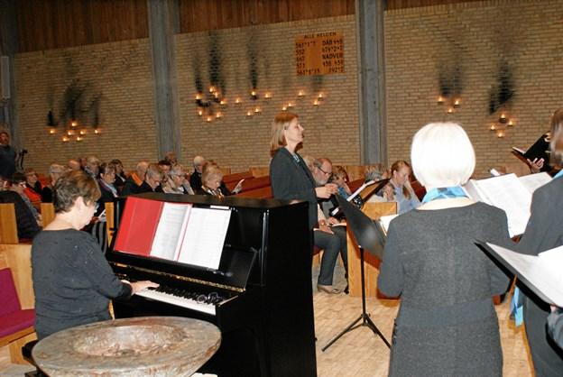 De mange tilhørere kunne glæde sig over en smuk og stemningsfuld koncert. Foto: Ole Skouboe