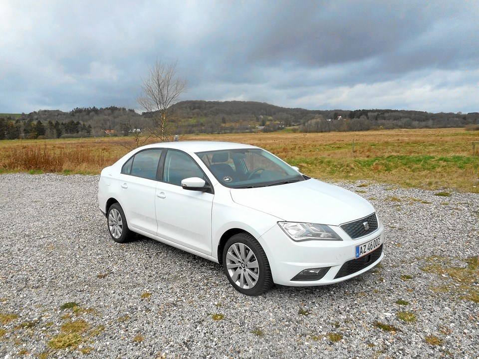 Seat Toledo fås i tre forskellige udstyrsniveauer til priser fra 144.900 kr. og motorudvalget omfatter både benzin og diesel.