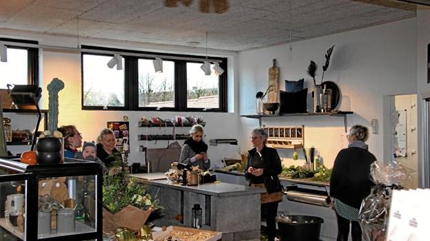 Der var mulighed for samtidig at nyde en kop kaffe og et stykke kagemand. Foto: Hans B. Henriksen Hans B. Henriksen