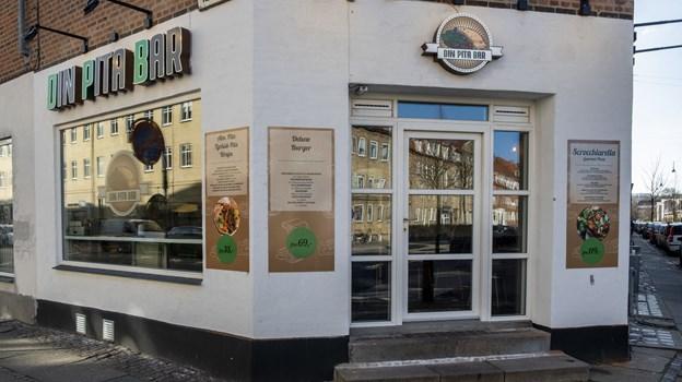 Der er ikke langt fra Din Vitamin Bar til Din Pita Bar, der begge ligger på Kastetvej. Foto: Lasse Sand