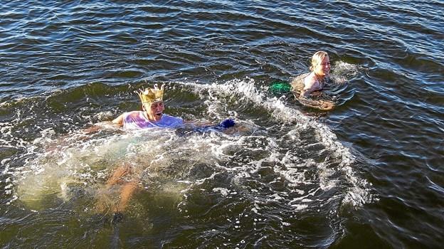 Wuhuuu...det er skønt. Havfruen og Kong Neptun er i deres rette element.Privatfoto: Morten Pedersen