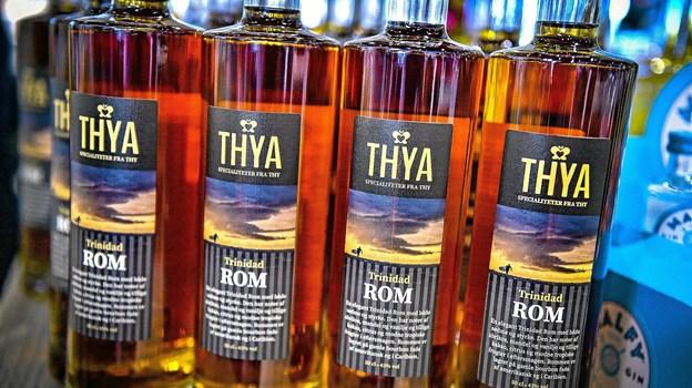 """Trinidadrommen er tappet i de karakteristiske """"Thya"""" 1/2 liters flasker. Foto: Ole Iversen"""