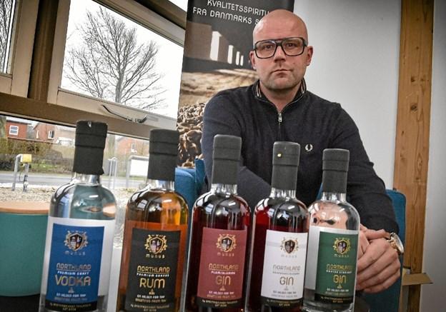 """Morten Bang Andersen, indehaver Thylandia i Nors, mærker allerede interessen for Thylandias fem nye """"MUNUS Northland"""" produkter. Foto: Ole Iversen"""