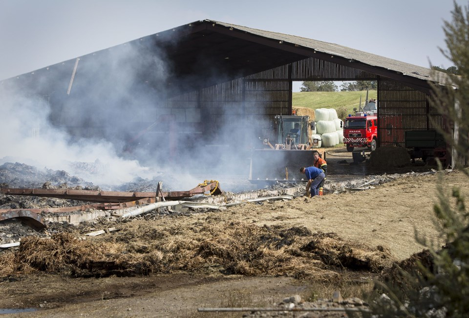 Brand i hal til bigballer i Arup. Foto: Ajs Nielsen