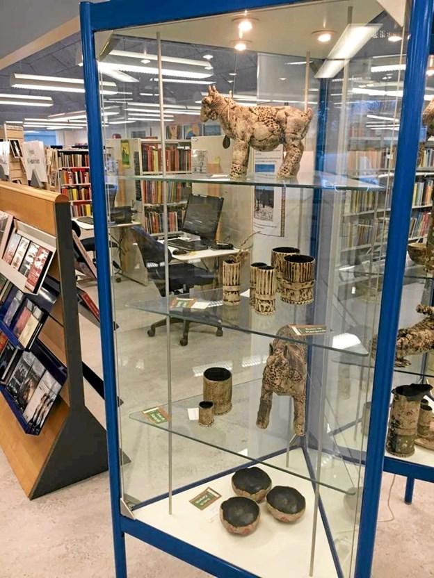 Suso Keramik udstiller på Pandrup og Aabybro biblioteker. Foto: Jammerbugt Bibliotekerne Jammerbugt Bibliotekerne