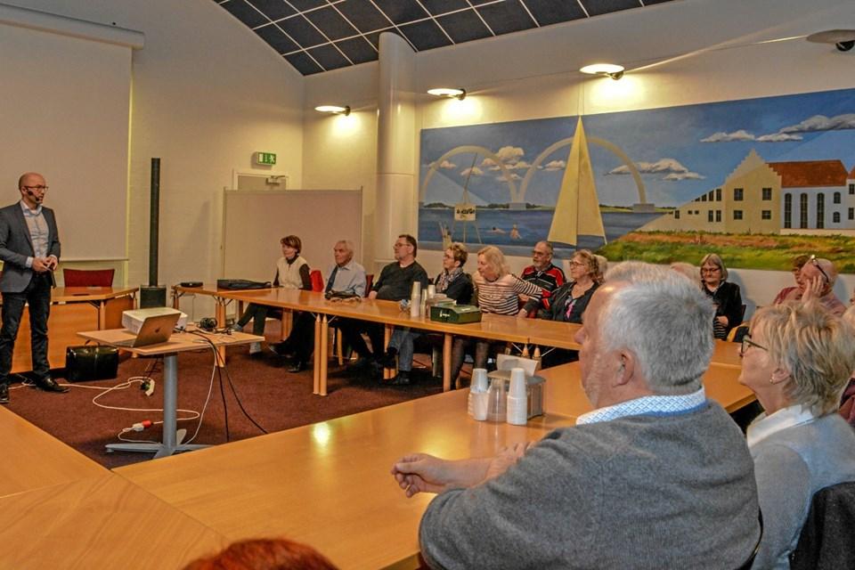 Cand. mag. og tidligere formand for etisk råd, Jacob Birkler starter sit foredrag. Foto: Mogens Lynge
