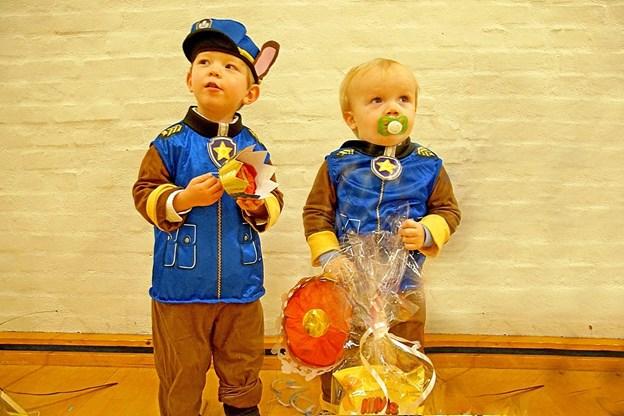 I aldersgruppen 0-4 år blev Mikkel til højre kåret til kattekonge, mens Linus blev kåret til kattedronning.   Foto: Helge Jensen