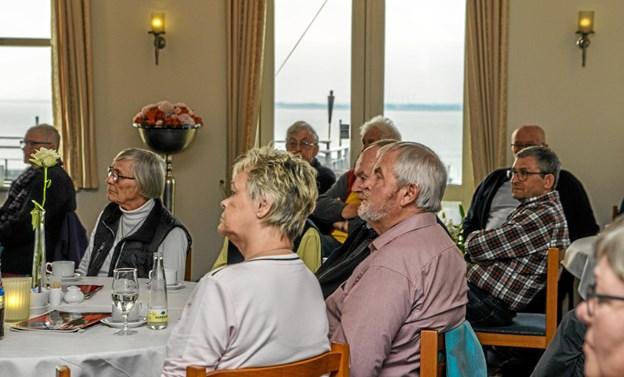 Interessen for at møde lokale, som har oplevet noget eller kan noget specielt er stor og der kommer altid mange. Foto: Mogens Lynge Mogens Lynge