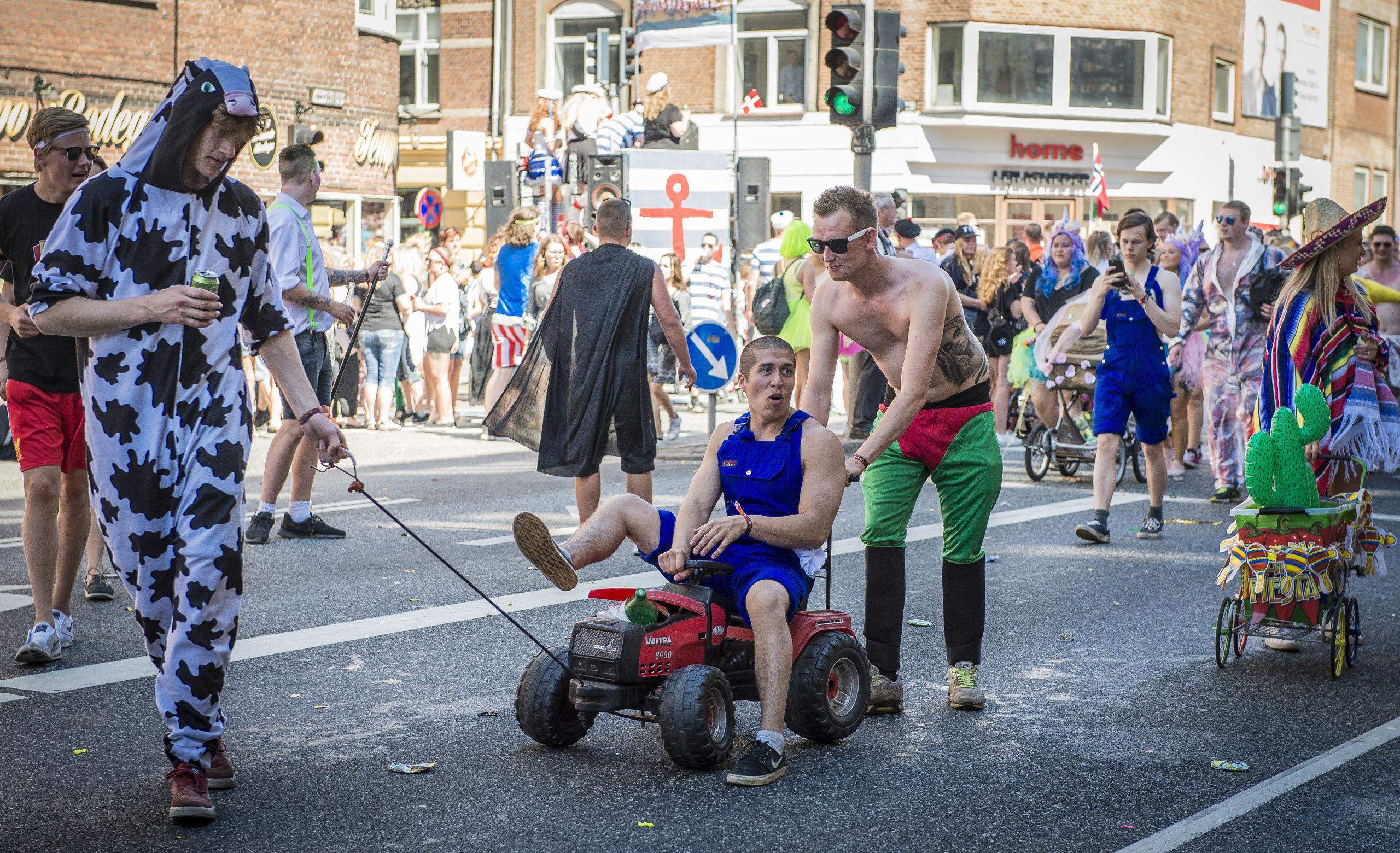 Alle kan trænge til en køretur ... Også togene er populære på karnevalsdagen, derfor sætter DSB ekstra vogne ind. Arkivfoto: Martin Damgård
