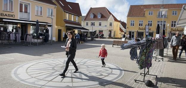Ved overgang mellem klit og torv skal der være en kunstevent med murmaleri på en historisk mur, som fører ind til Torvet. Arkivfoto: Hans Ravn