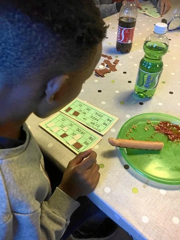Pølser og brød skal der til, når der skal bingohygges. Privatfoto