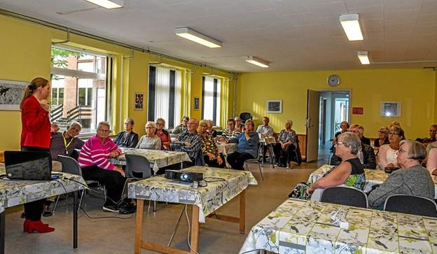 Ved hjælp af overhead viste Gine Monrad de fremmødte NT's mange muligheder for transport. Foto: Mogens Lynge