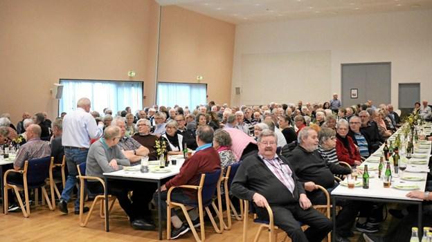 Bestyrelsen for Ældre Sagen fremhæver ofte vigtigheden af det sociale samvær ved deres arrangementer, noget medlemmerne havde taget til sig under Årsmødet. Foto: Tommy Thomsen Tommy Thomsen