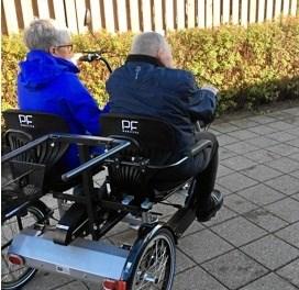 Frivillige cykelpiloter tager sammen med beboerne på cykelture i nærområdet.