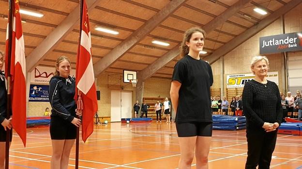 """Elly Bjerring og Annsofie Nielsen er begge indstillet til priser i forbindelse med Mariagerfjord Idrætsråds prisuddeling fredag aften. I den anledning blev de begge hædret i forbindelse med forårsopvisningen """"på hjemmebane"""" i Valsgaard.  Privatfoto"""