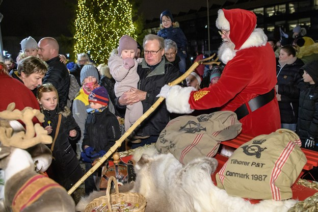 Der var run på Santa Julle og hans pakker. Foto: Peter Broen Peter Broen