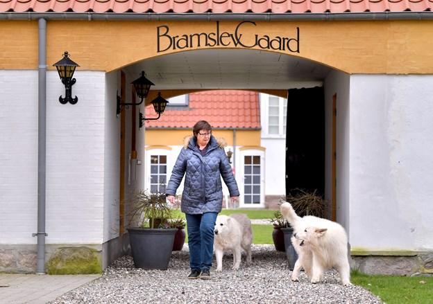 I anledning af 60 års jubilæet dækker Lene Bidstrup lørdag 30. marts klokken 14 til 16 op til reception og åbent hus med lidt godt at spise.