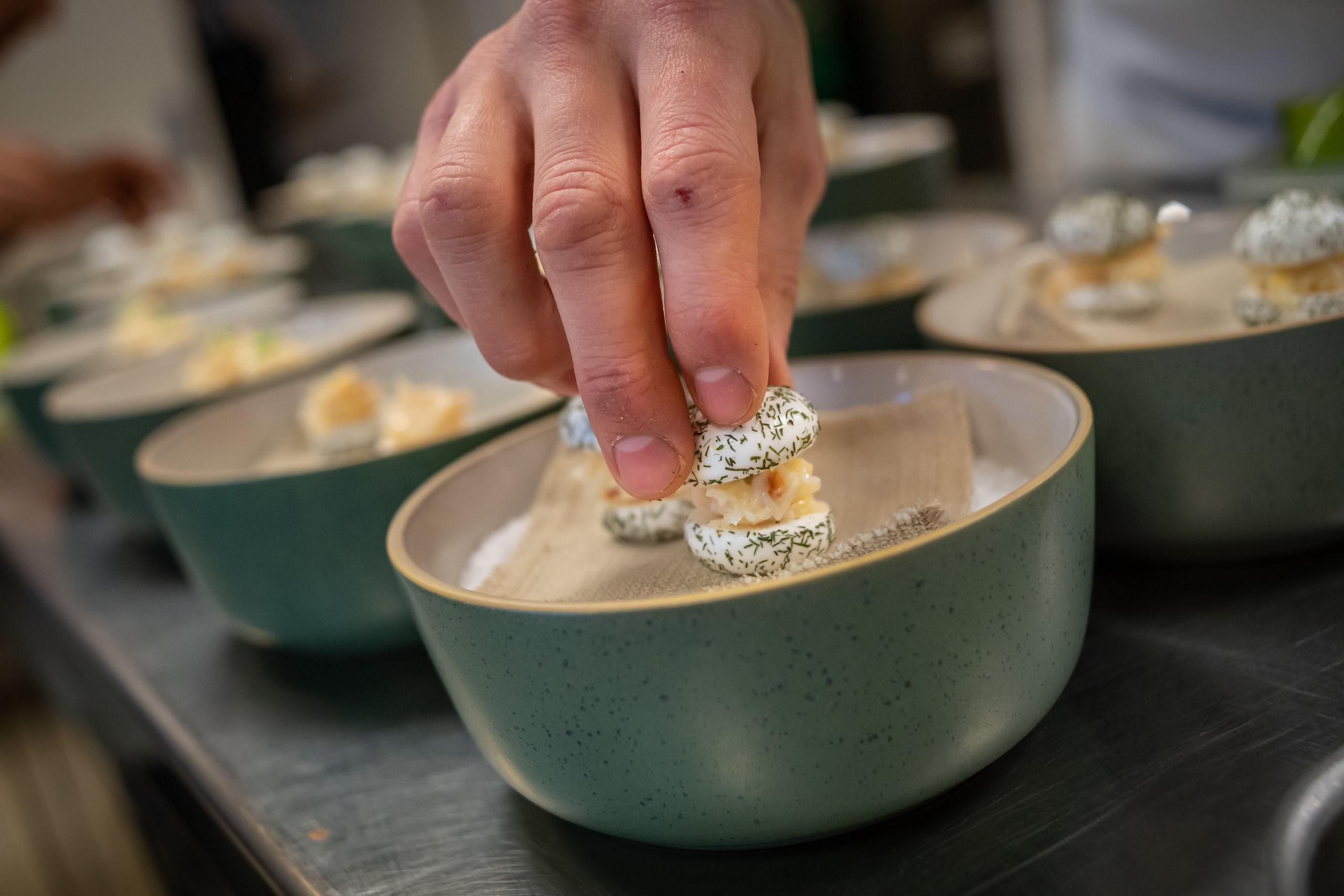 Endnu en gang blev det til flotte, kreative og velsmagende retter, da to af Nordjyllands gourmetrestauranter stødte sammen i dyst. Foto: Martin Damgård
