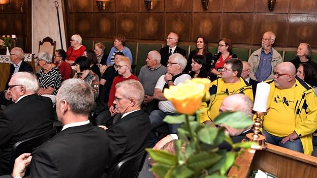 Den ene side af salen var fyldt med repræsentanter for de foreninger, der fik støtte.Foto: Bent Bach BENT BACH