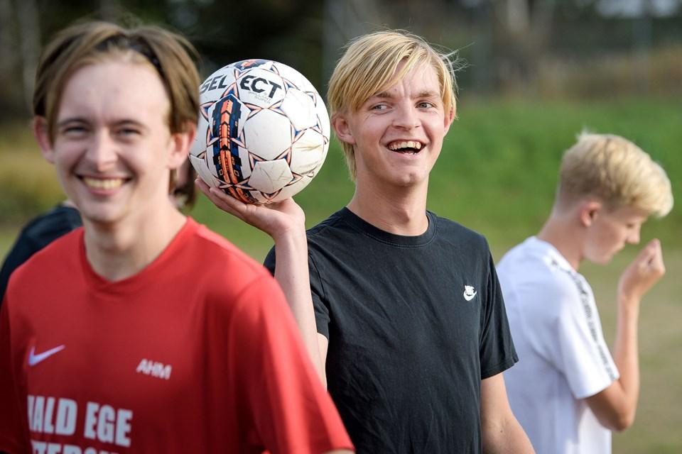 18-årige Tobias Eigenbroth med bolden tog initiativ til at samle 15-20 spillere, så der kunne blive skabt et nyt U19-hold i FS Vestthy. Spillerne kender hinanden fra gymnasierne i Thisted.