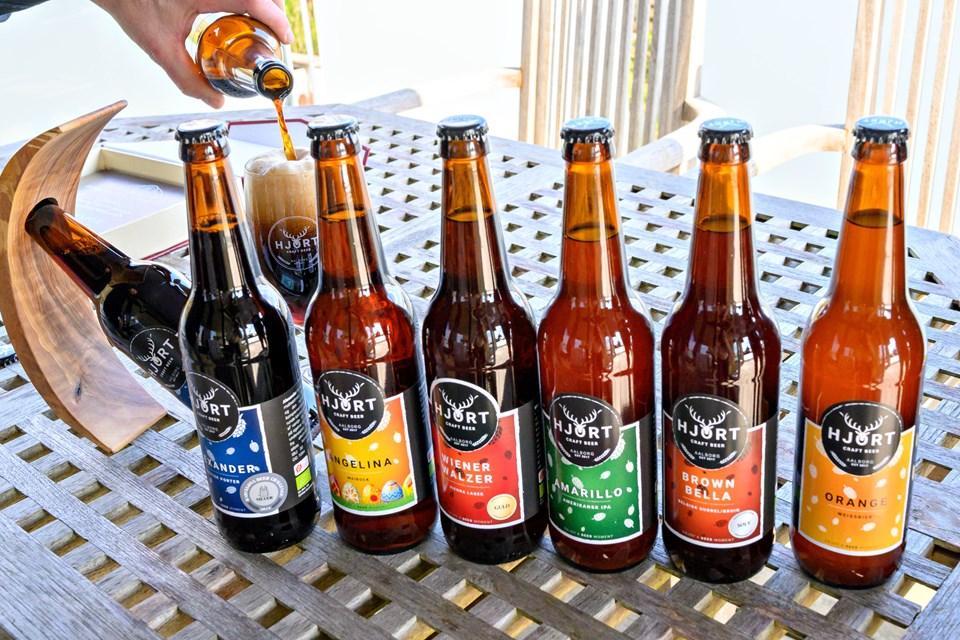 Det varierede ølsortiment fra Hjort Beer er pt. en familie på seks forskellige øl, der naturligvis alle er upasteuriserede, ufiltrerede og økologiske. Foto: Kurt Bering