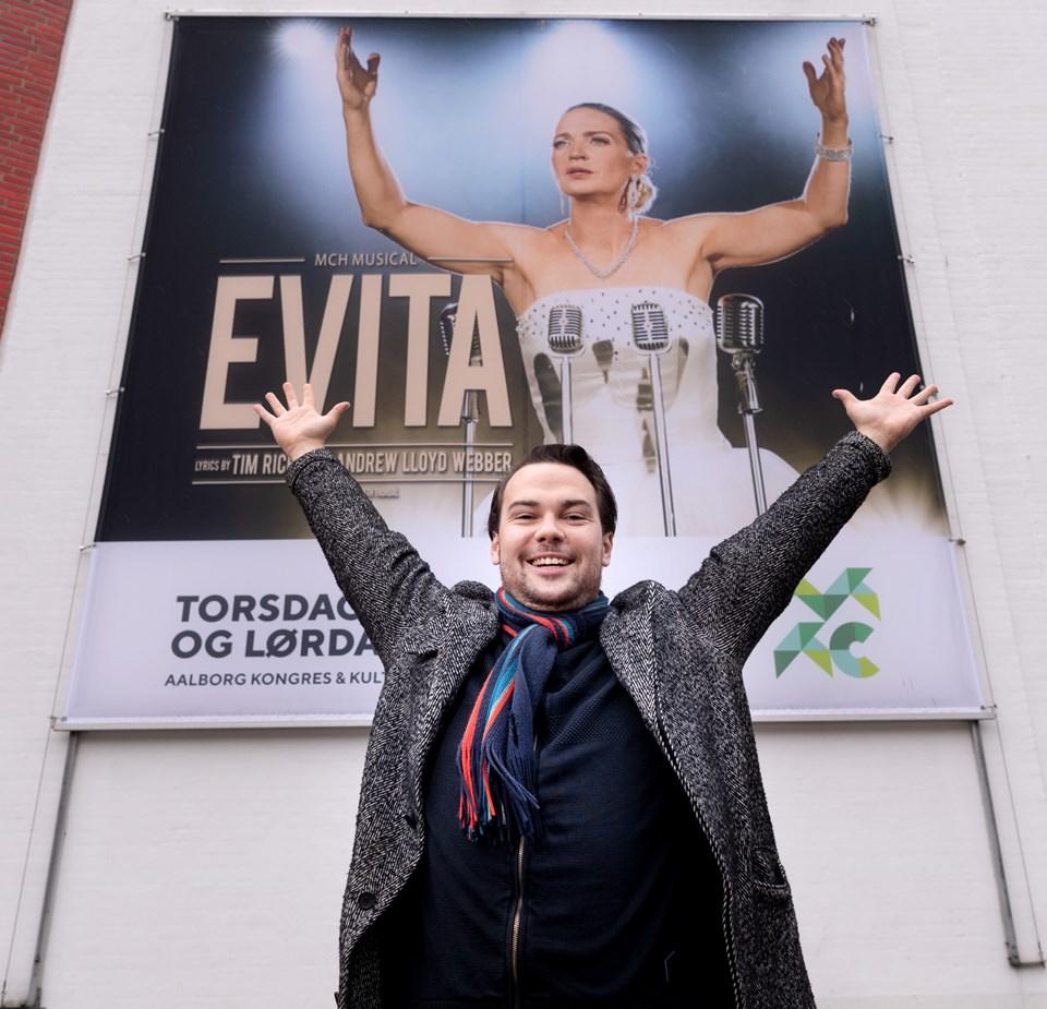 Det er første gang, han spiller med i et historisk stykke - og det giver Evita en ekstra dimension, synes han. Foto: Torben Hansen Torben Hansen