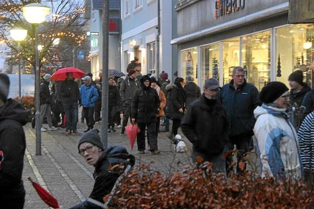 Lige meget i hvilken retning man kikkede var der masser af mennesker. Foto: Hans B. Henriksen Hans B. Henriksen