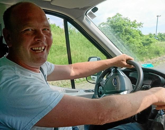 Jimmy Jespersen startede Morsø Fragtservice 1. september 2017, og har godt gang i forretningen. Udover at fragte folk og gods fra eksempelvis Sjælland til Jylland, tilbyder han også opmagasinering af møbler og lignende i en stor hal i Nykøbing.