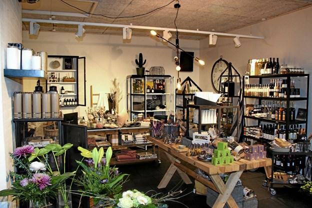 I Butik Blomsten finder man mange lækre varer. Foto: Hans B. Henriksen Hans B. Henriksen